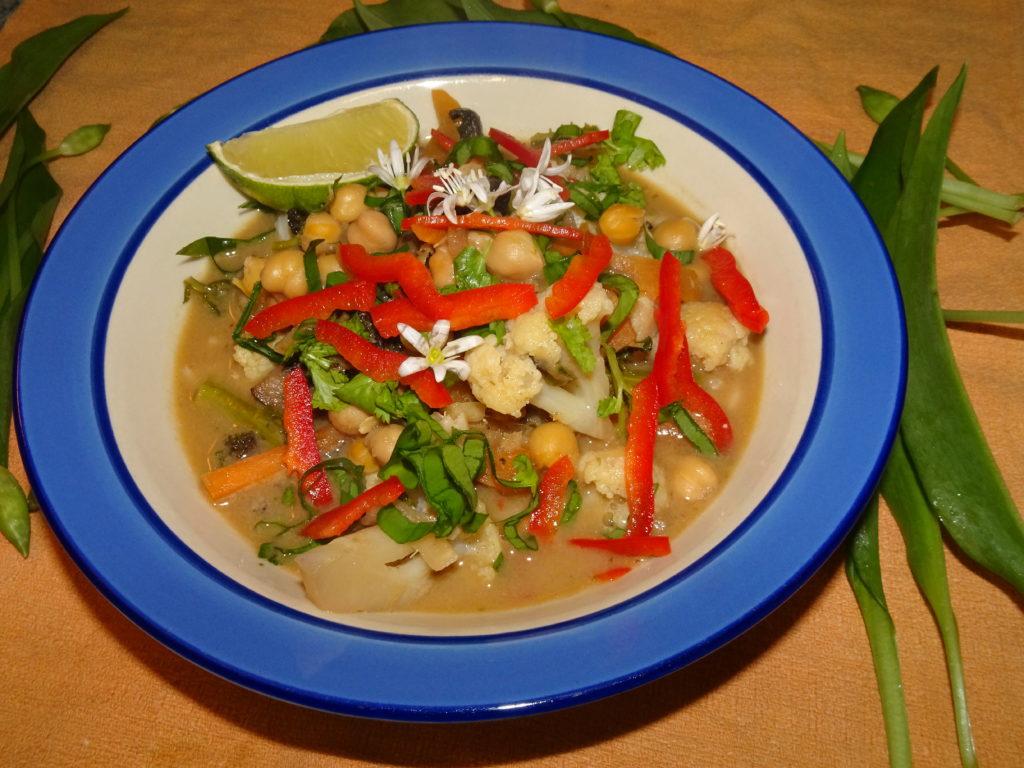 Thai green soup with wild garlic